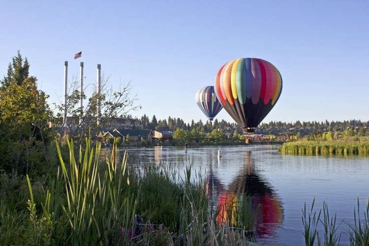 balloons-over-bend-1